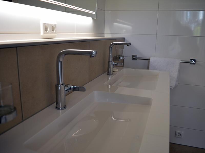 Praktische badkamer met ruime inloopdouche | Bouwcenter