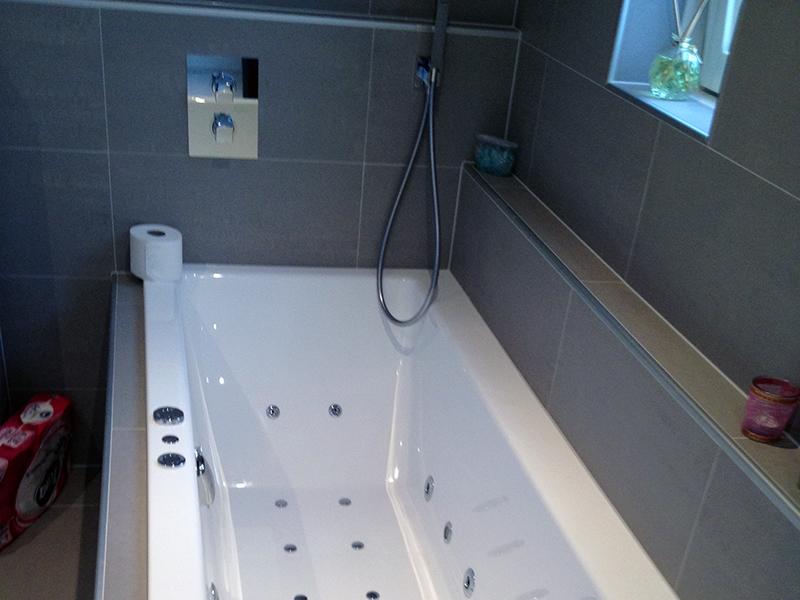 Badkamer met bijzonder tegelwerk | Bouwcenter