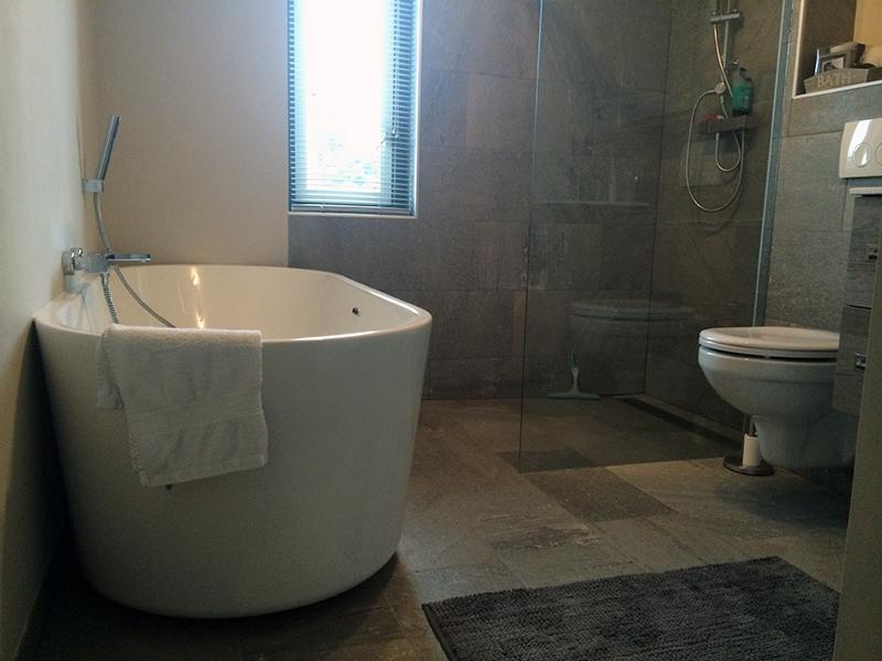 Betonlook Badkamer Maken : Badkamer betonlook met natuursteenaccent bouwcenter
