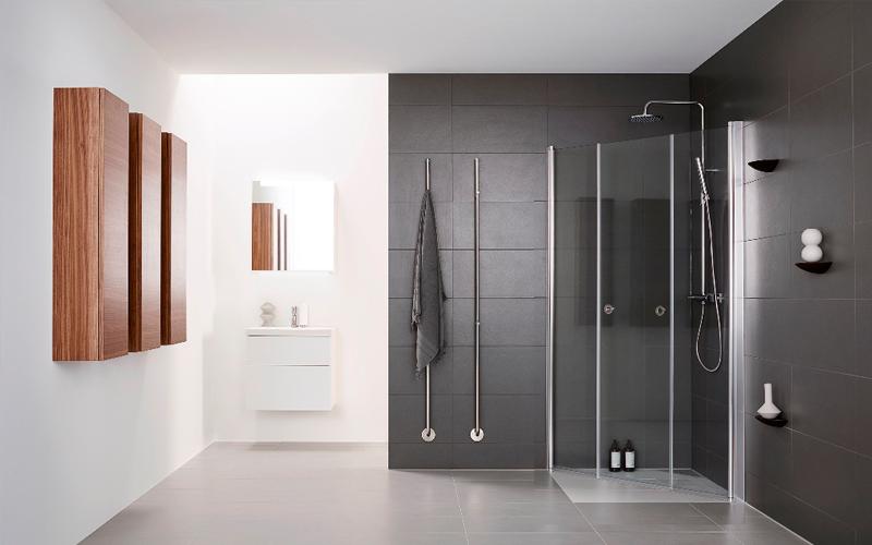 Douchen in een moderne badkamer bouwcenter - Moderne badkamer tegelvloeren ...