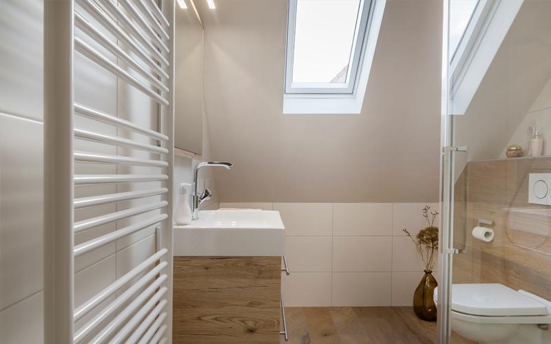 Sierlijsten Voor Badkamer : Badkamer met beal en freshcolori italiaans stucwerk kees de